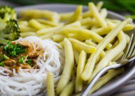 stir-fry z fasolką szparagową i brokułami