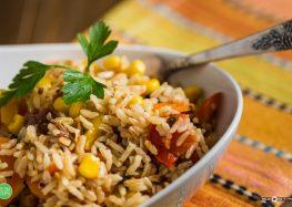ryżowa sałatka na ciepło
