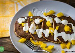 Pancakes z ricotty z mango i jogurtem