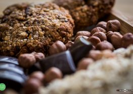 owsiane pieguski z orzechami laskowymi i gorzką czekoladą